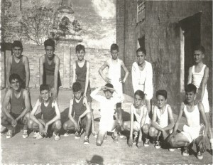 FOTO 3.- au00F1o 1961 en el Solar de Llobell